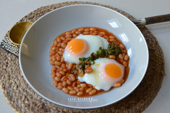 BAKED BEANS & POACHED EGGS